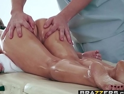 Brazzers - Dirty Masseur - (Kendall Kayden, Jessy Jones) - Toeing The Line