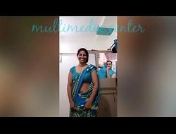 Hot Desi aunty saree umbilicus show