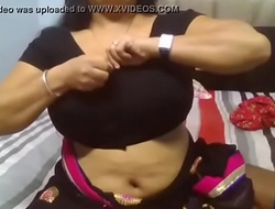 Desi aunty hugeeee boobs mom