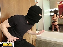BANGBROS - MILF Kendra Lust Takes Control Be required of The Thief, Ryan Mclane