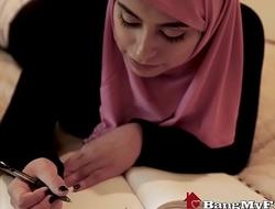 Beautiful Muslim Lassie Ella Knox Enjoys Disparaging Family Sex In Dubai