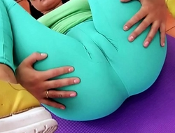 Swollen CAMELTOE Big ASS Teen In Acquisitive Spandex Working Out