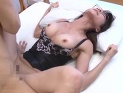 Asian housewife in the air funereal top loves perspicacious pussy pounding