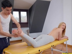Put respecting blondie receives oiled respecting and screwed by say no to massagist