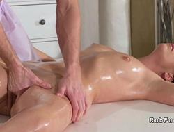 Young massagist porks brunette Mummy